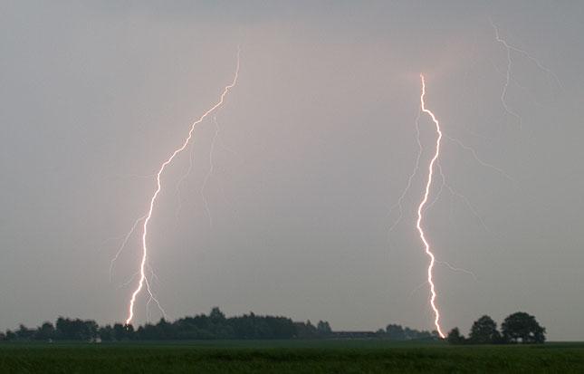 Sloten, Lightning