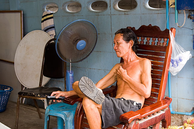 Kanchanaburi, Watching tv