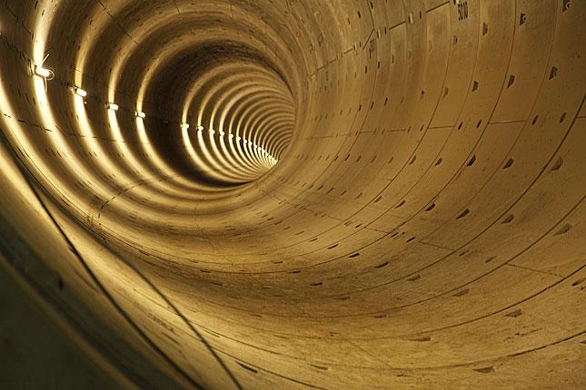 Amsterdam, Underground tunnel
