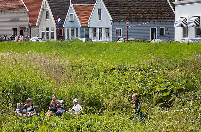 Durgerdam, In the reeds