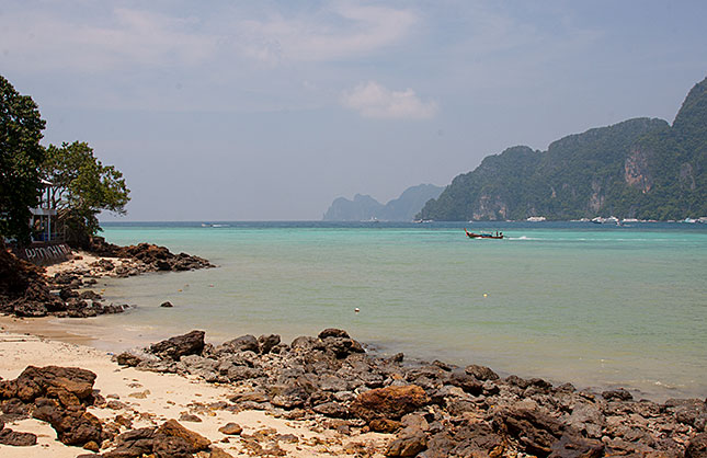 Koh Phi Phi, Shoreline