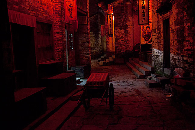 Huangyao, At Night